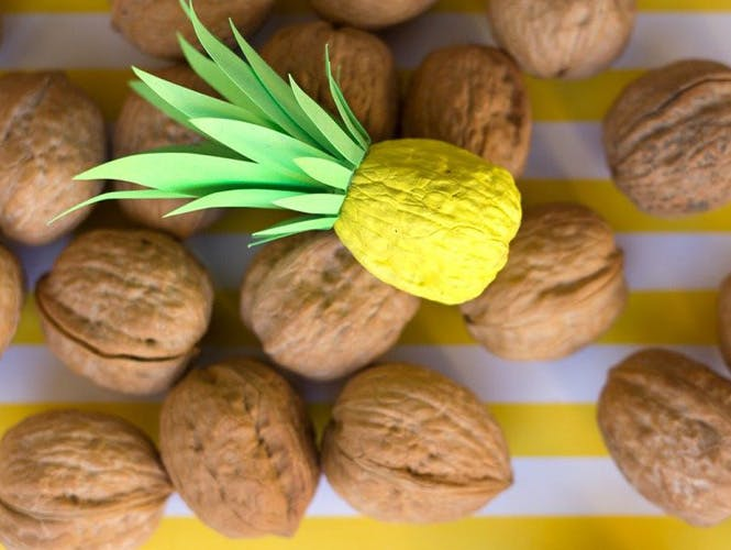 Peindre une noix ananas