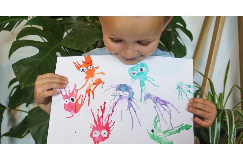Peinture : Des monstres rigolos avec des pailles et de       l'encre