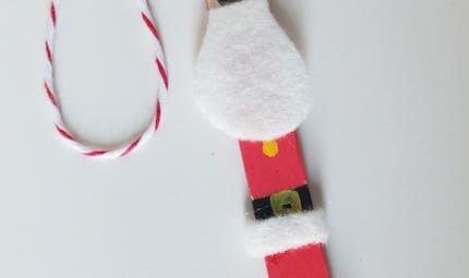 Petit Père Noël sur un bâton