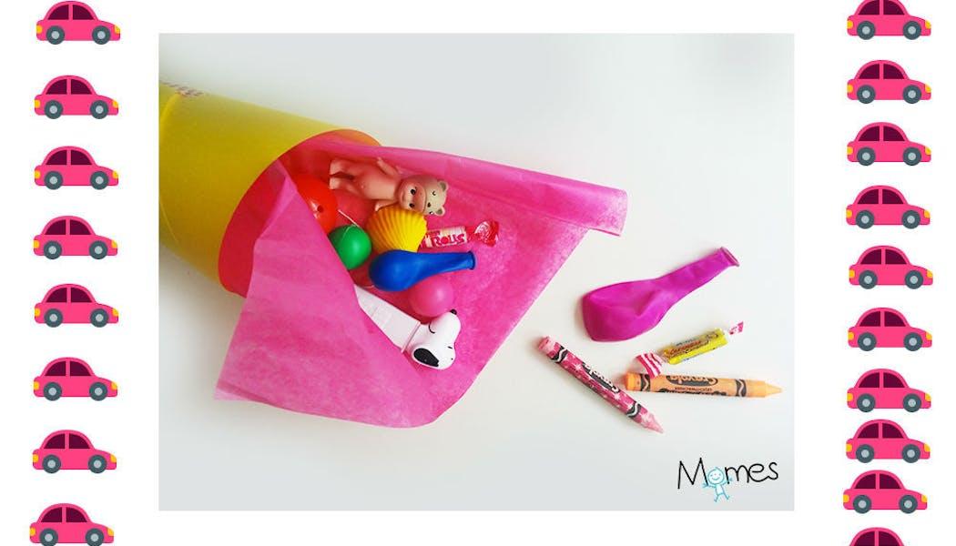 Pochette surprise avec jeux, jouets et       friandises