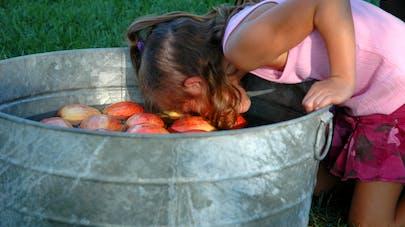 Jeu de la pomme dans l'eau