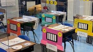Pour la rentrée des classes, cette école a transformé les bureaux en Jeep pour rendre la distanciation sociale plus ludique