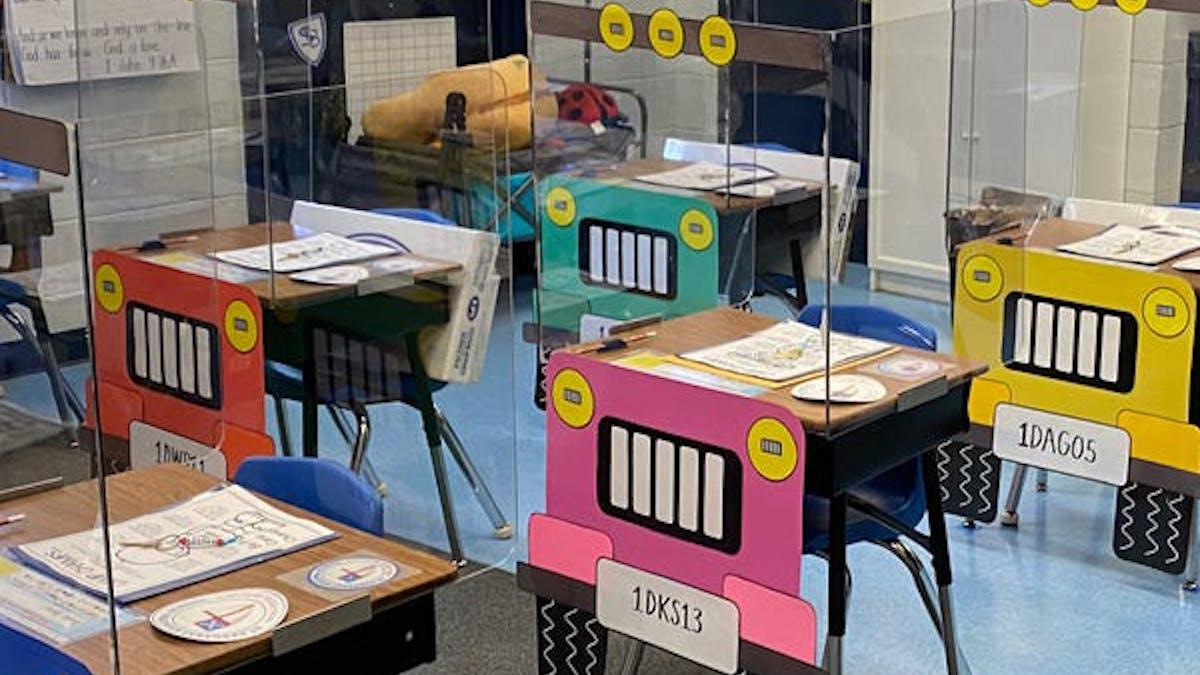 rentrée des classe bureaux enfants transformés en jeep       coronavirus