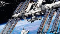 Pour les 20 ans de l'ISS, Lego présente sa station spatiale et l'envoie dans l'Espace !
