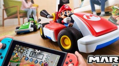 jeu mario kart live home circuit avec nintendo switch en       réalite augmentée dans salon avec enfants