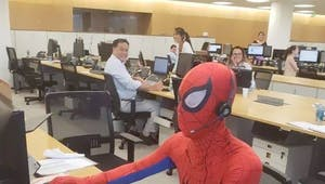 Quand un banquier démissionne et se déguise en Spider-Man pour son dernier jour...