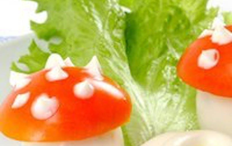 La salade de tomates et d'oeufs