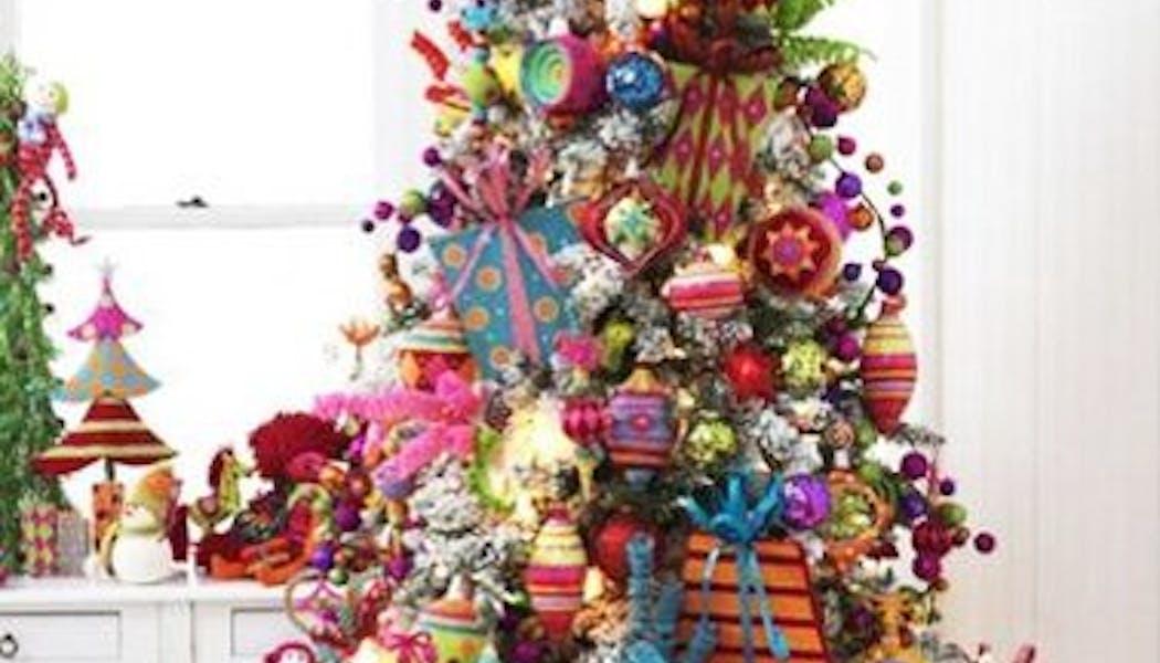 Sapin de Noël très chargé