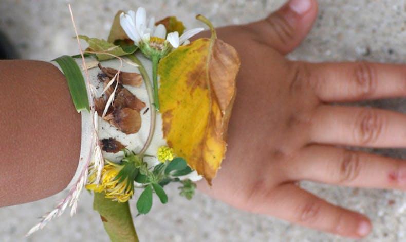Se faire un bracelet de feuilles