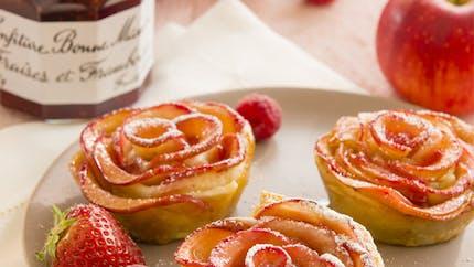 Tartelettes aux pétales de pommes et confiture de fraises