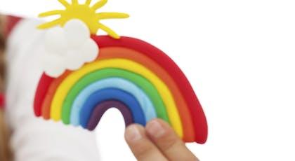 Un arc-en-ciel en pâte à modeler