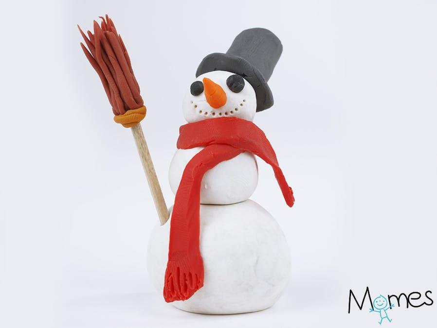 Un bonhomme de neige en pâte à modeler