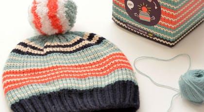 Un bonnet avec pompon assorti