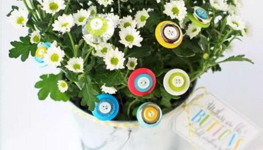 Un bouquet relooké avec des boutons