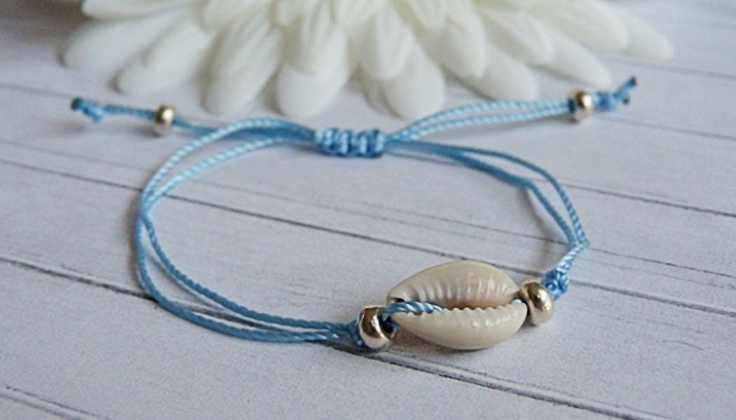 Un bracelet coquillages