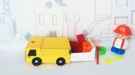 Un camion avec une boîte d'allumettes