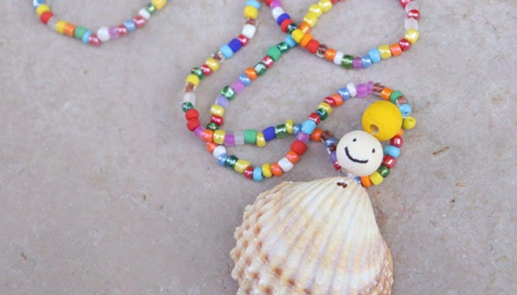 Un collier poupée en coquillage