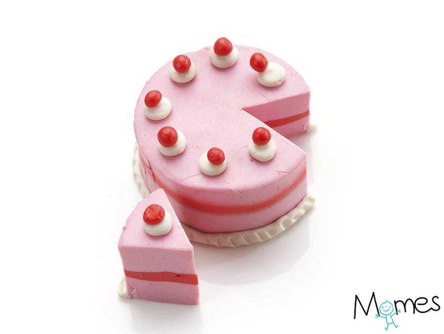 Un gâteau en pâte à modeler