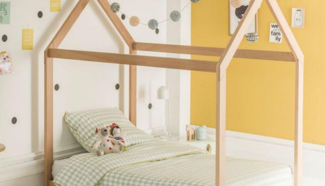 Un lit cabane en hêtre massif