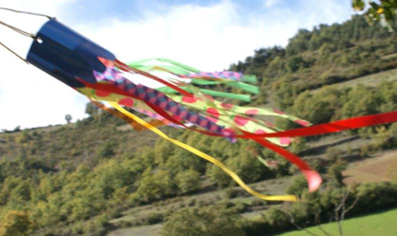 Un manche à air multicolore