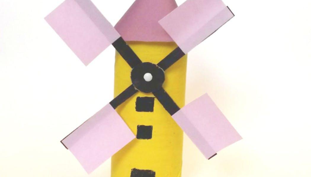 Un moulin jaune et noir