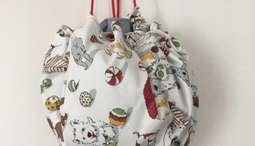 Un sac pour jouets à suspendre