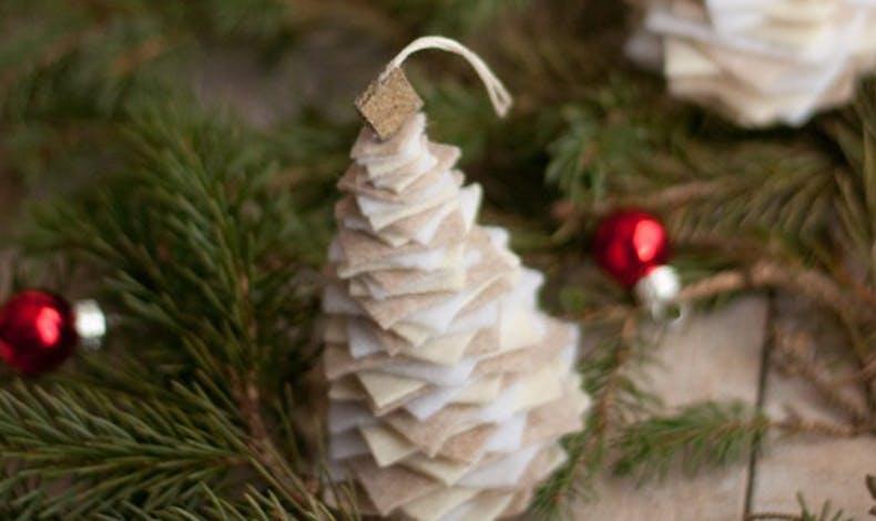 Un sapin de Noël en feutre