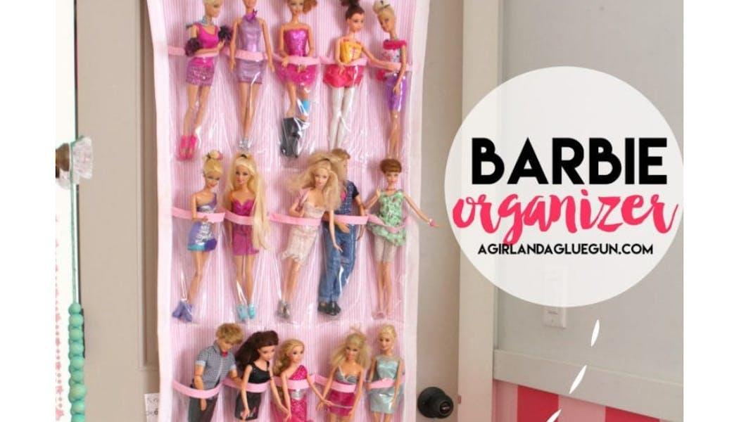 Un support à chaussures pour ranger les Barbie