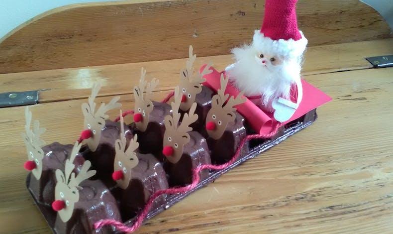 Un traîneau du Père Noël avec une boite d'œufs