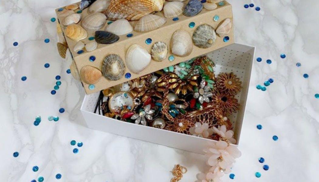 Une boîte à bijoux en coquillages