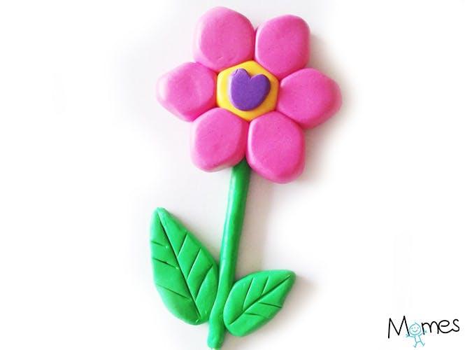 Une fleur en pâte à modeler