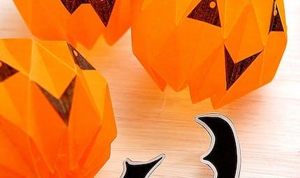 Une lanterne d'Halloween en origami