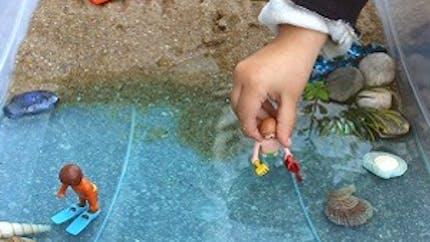 Une mini plage pour les jouets