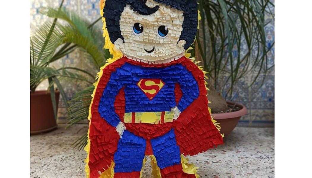 Une piñata Superman (ou Thor...)