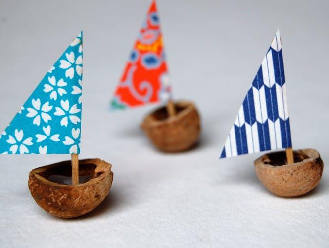 Utiliser des noix comme coques de bateaux