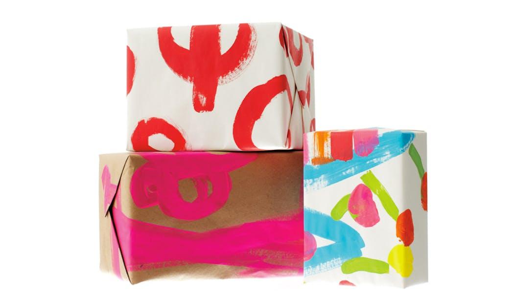 Utiliser les dessins d'enfants comme papier       cadeaux