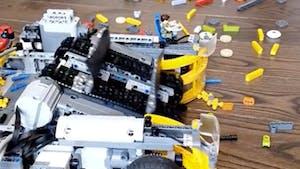 Vos pieds vont vénérer ce robot ramasseur de Lego !