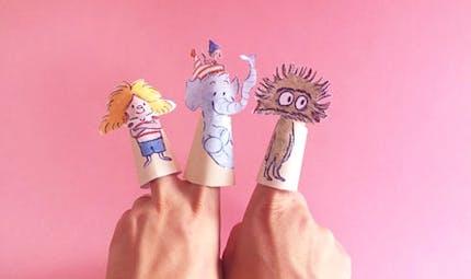 Marionnettes à doigts des personnages de la BD