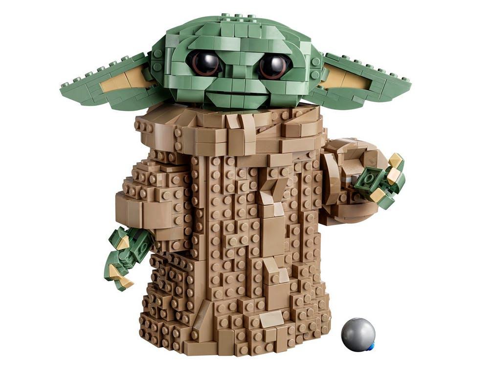 Baby Yoda en briques de Lego et son jouet préféré