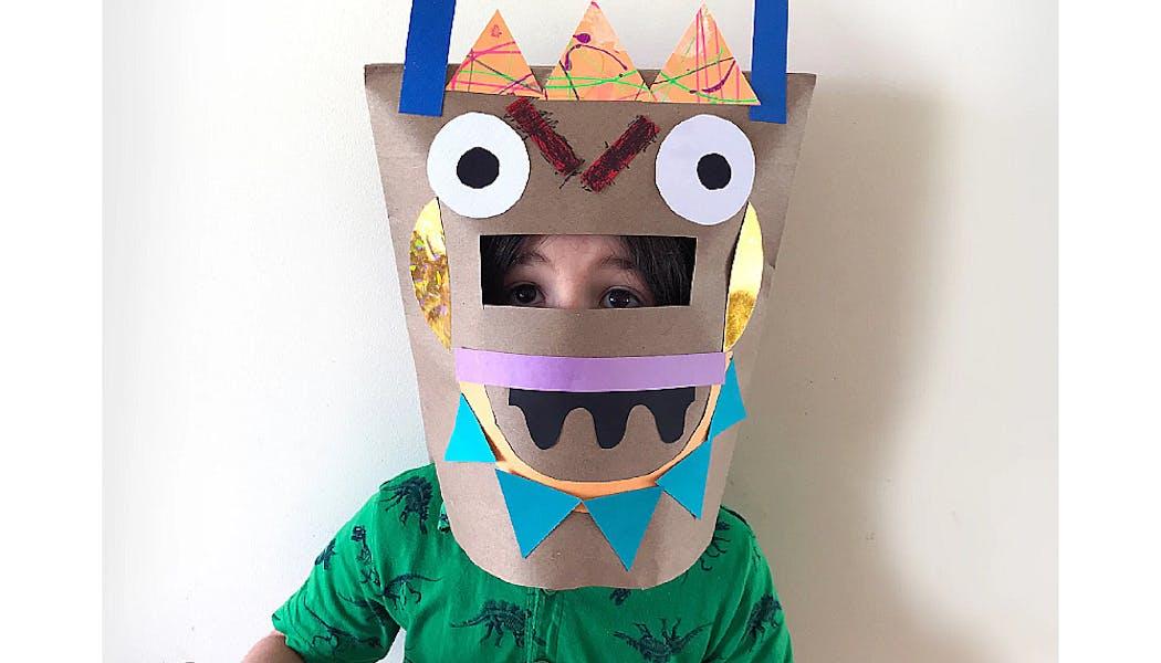 masque de monstre fait en sac à papier