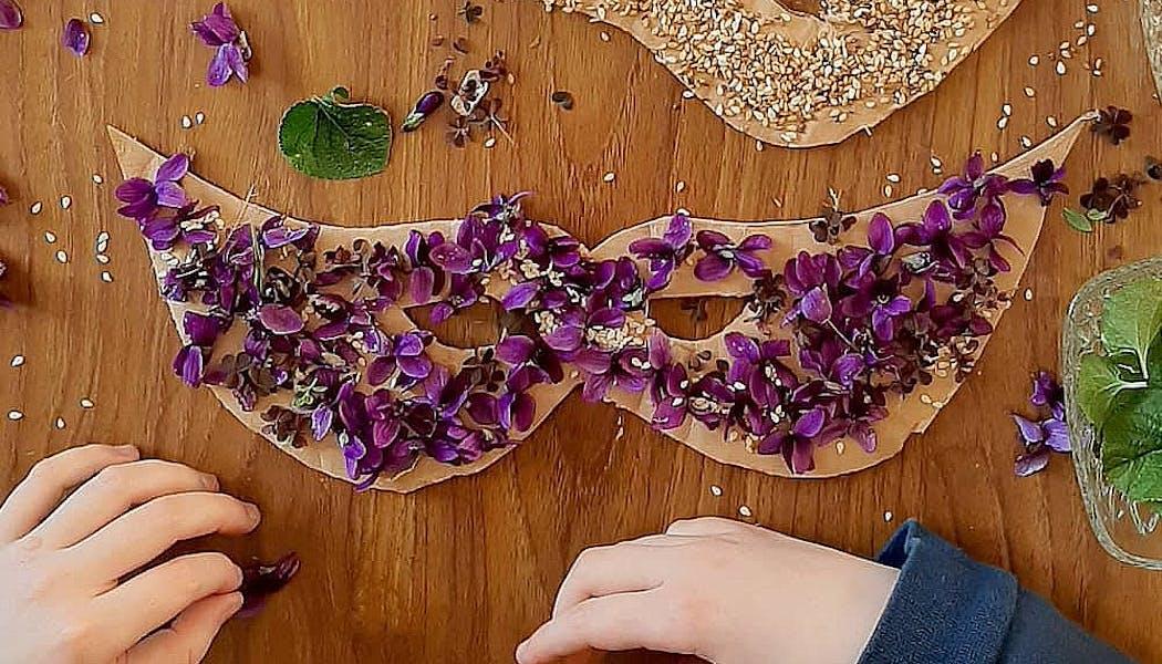 masque avec des fleurs
