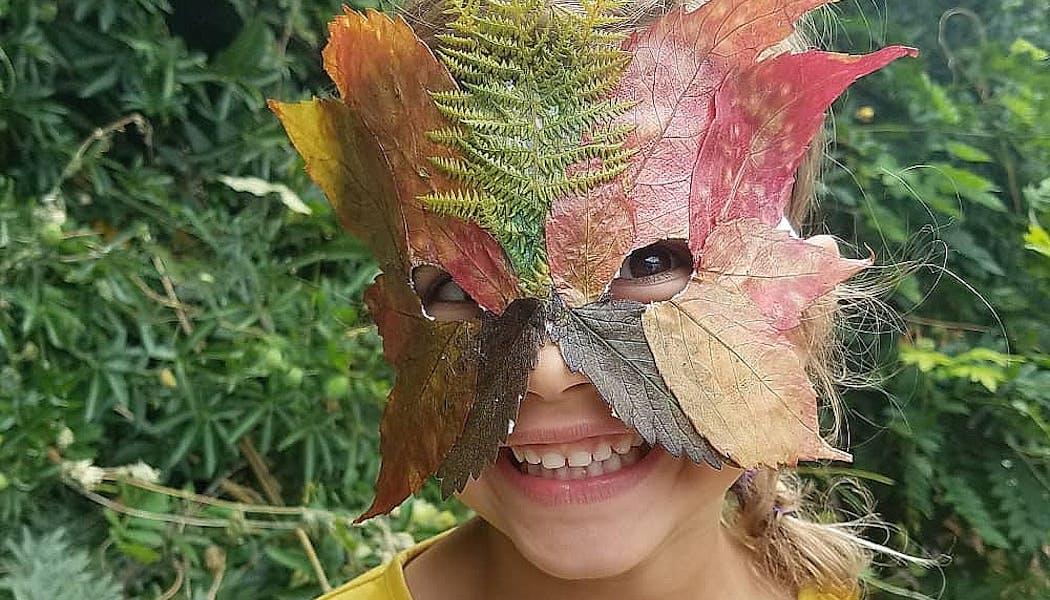 masque avec des feuilles