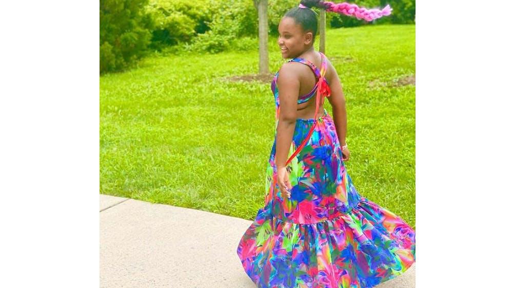 Une tenue aux 1000 couleurs pour sa fille Ava par Michael Gardner