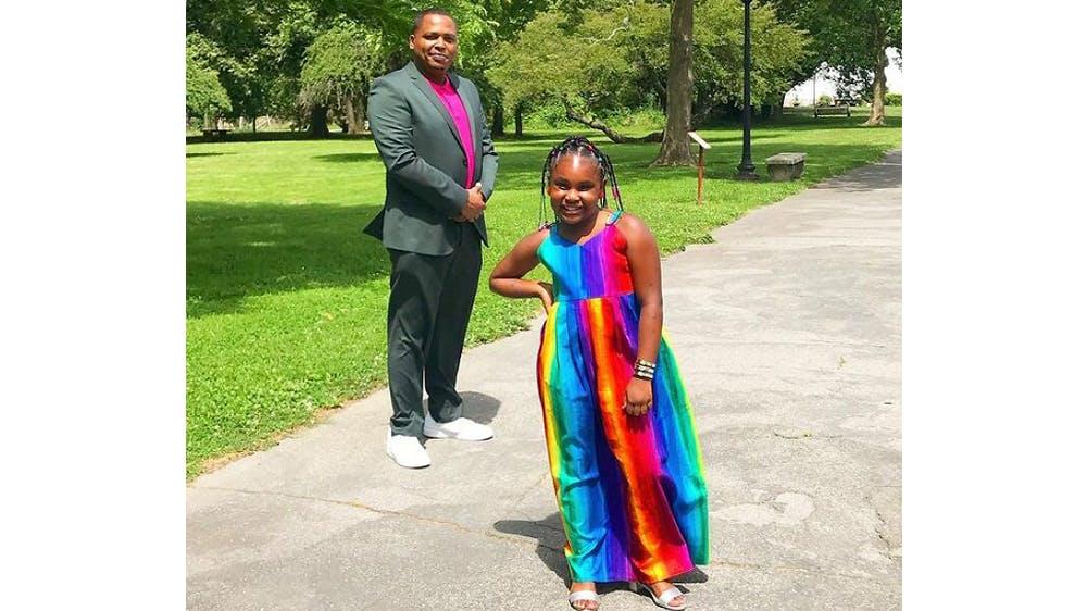 Une tenue arc-en-ciel pour sa fille Ava par Michael Gardner