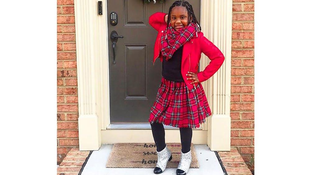 Une tenue écossaise pour sa fille Ava par Michael Gardner