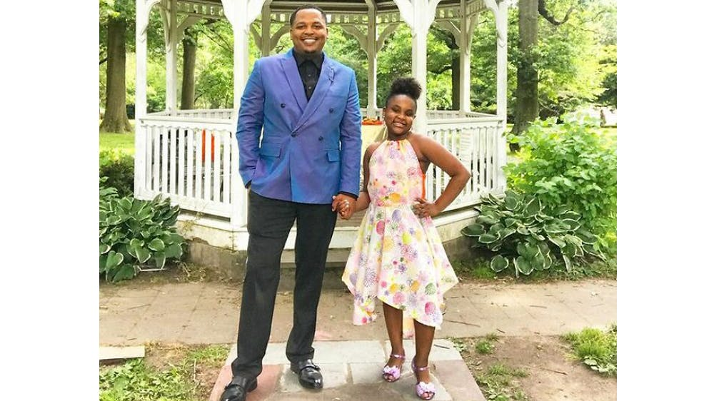 Un duo tout en élégance Michael Gardner et sa fille Ava