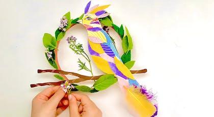 couronne printanière avec un oiseau et du branchage