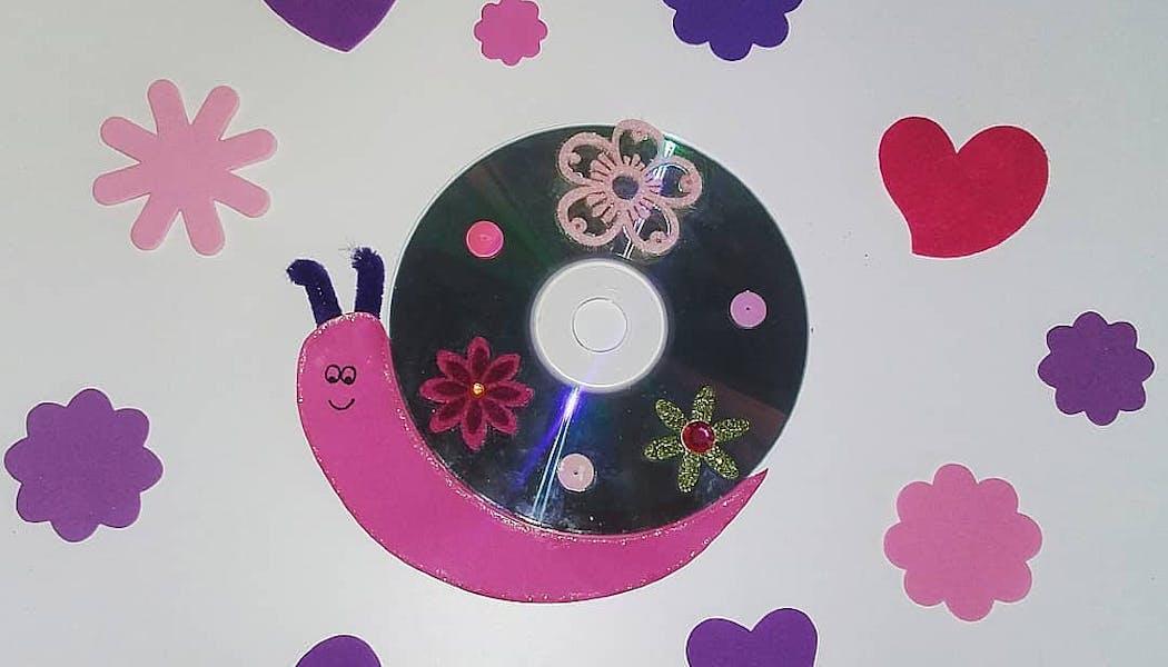 escargot fait avec un vieux CD et du papier