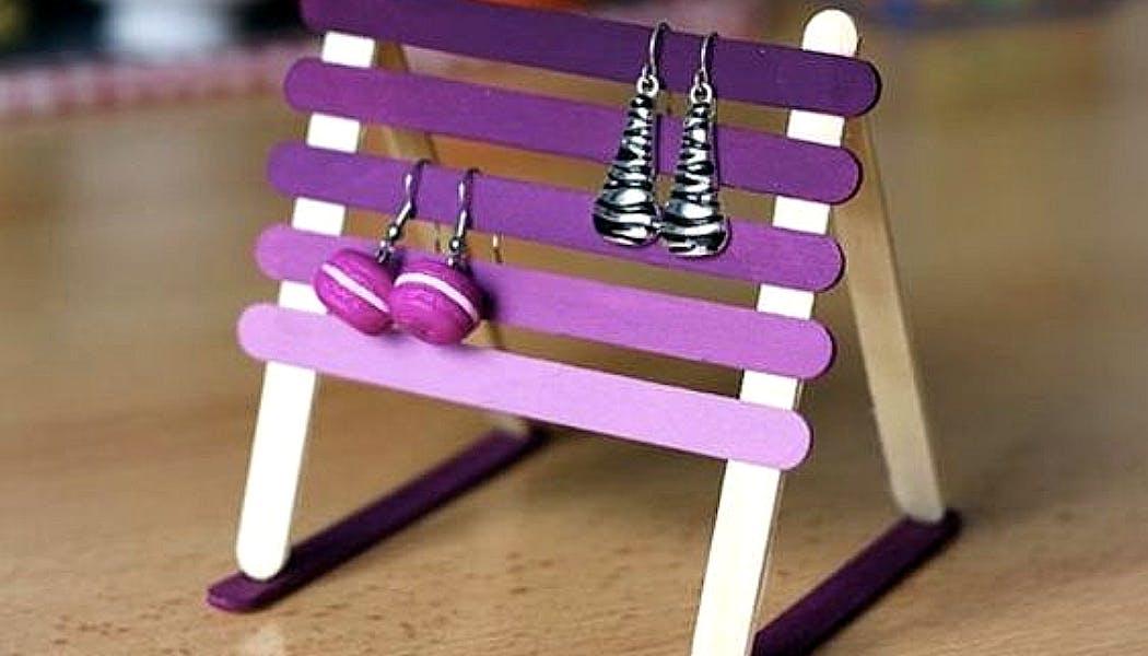 présentoir à boucles d'oreilles en bâtonnets de bois
