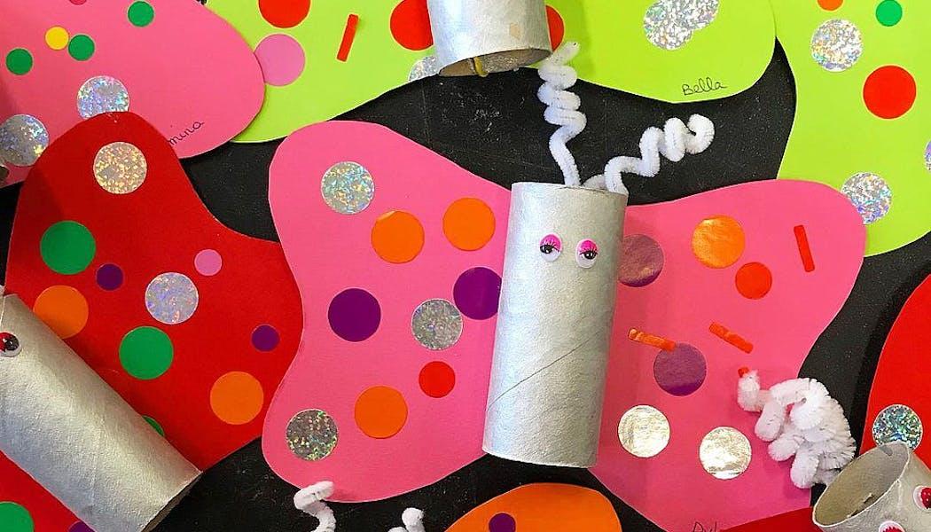 Des papillons en rouleaux de papier toilette
